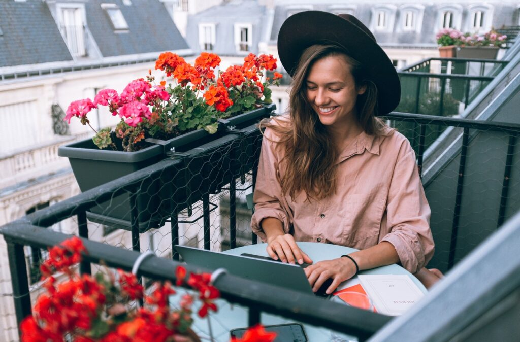 Aménagement petit balcon - Terrasses-et-Balcons.fr